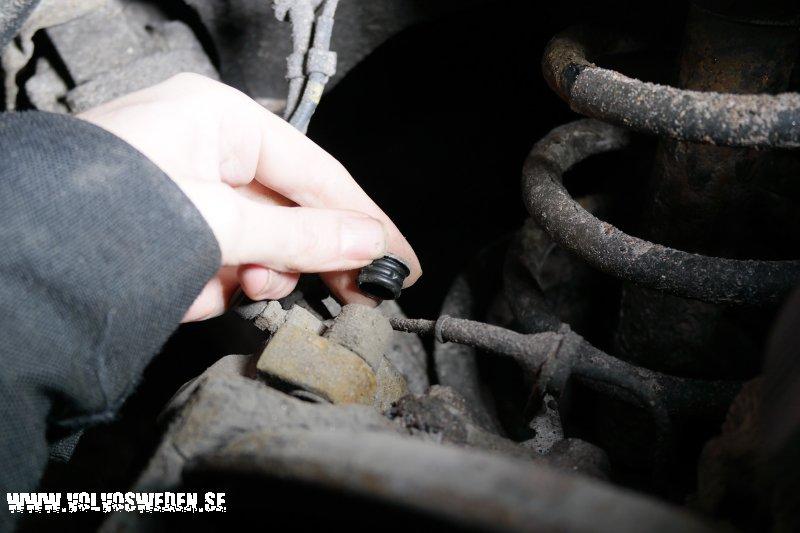 volvosweden.se/images/Volvo_guider_manualer/Guider/Byta%20bromsbel%C3%A4gg%20Volvo%20S80/Bromsokets%20bultar%20skydds%20pluppar.jpg