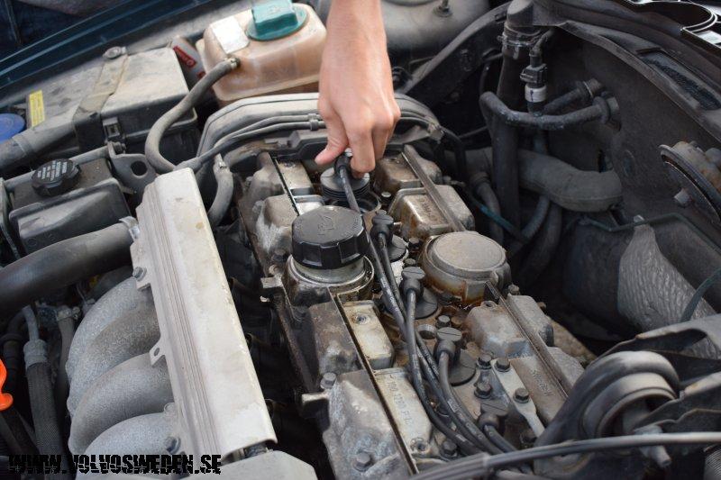 volvosweden.se/images/Volvo_guider_manualer/Guider/Byta%20t%C3%A4ndstift%20p%C3%A5%20Volvo%20V70_Replace_spark_plugs_on_Volvo_V70/Byta%20t%C3%A4ndstift%20p%C3%A5%20Volvo%20V70%20Replace_spark_plugs_on_Volvo_V70%20%287%29.JPG