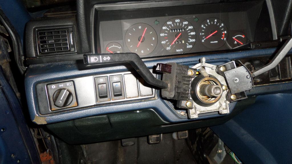 volvosweden.se/images/Volvo_guider_manualer/Guider/Demontera%20instrumentbr%C3%A4da%20Volvo%20740/SAM_2229.JPG