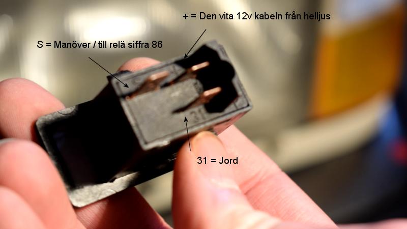 volvosweden.se/images/Volvo_guider_manualer/Guider/Hur%20man%20kopplar%20och%20ansluter%20extraljus%20fj%C3%A4rrljus/Hur%20man%20kopplar%20och%20ansluter%20extraljus%20fj%C3%A4rrljus%20bild%205.png