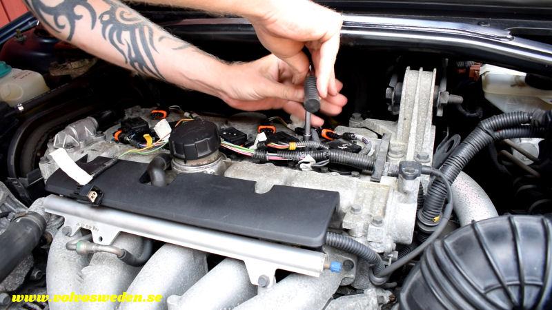 volvosweden.se/images/Volvo_guider_manualer/Guider/Hur-man-lagar-kabelbrott-till-t%C3%A4ndspolarna-Volvo-S80-V70-S60-XC70-XC90-C70-S40-V40/Laga-kabelskador-kabelbrott-till-t%C3%A4ndspolarna-Volvo-S80-V70-XC70-C70-S40-XC70-XC90_bild9.jpg