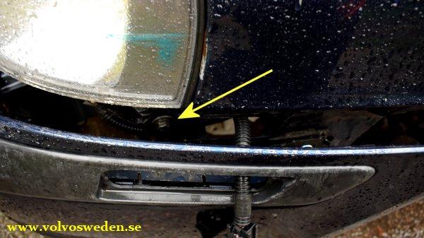 volvosweden.se/images/Volvo_guider_manualer/Guider/Hur_man_byter_framsk%C3%A4rm_volvo_s80_v70_s60/Hur_man_byter_framsk%C3%A4rm_front_fender_Volvo_S80_V70_S60_full_guide_how_to%20%287%29.jpg