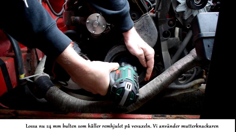 volvosweden.se/images/Volvo_guider_manualer/Guider/Hur_man_byter_kamrem_och_sp%C3%A4nnrulle_Volvo_240_940_740_motor_B230/14%20Dra%20loss%20vevaxelbulten%20med%20mutterknackare%20Volvo%20740.png