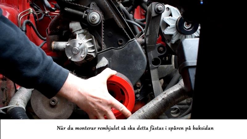 volvosweden.se/images/Volvo_guider_manualer/Guider/Hur_man_byter_kamrem_och_sp%C3%A4nnrulle_Volvo_240_940_740_motor_B230/29%20Remhjulet%20monteras%20vevaxeln%20Volvo%20240%20740%20940%20serien.png