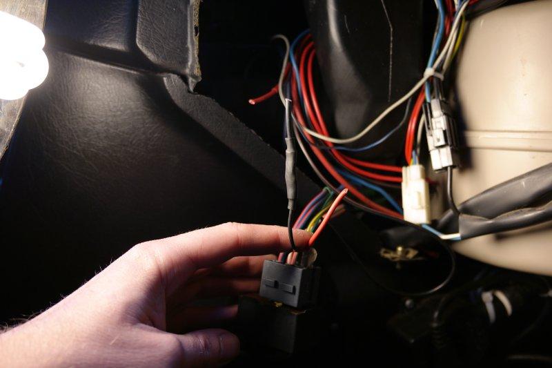 http://volvosweden.se/images/Volvo_guider_manualer/Guider/Instalation_montering_inkoppling_av_fj%C3%A4rrstyrt_centrall%C3%A5s/Centrallas_rela_Volvo_740.JPG