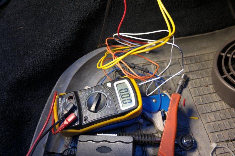 http://volvosweden.se/images/Volvo_guider_manualer/Guider/Instalation_montering_inkoppling_av_fj%C3%A4rrstyrt_centrall%C3%A5s/Multimeter.JPG