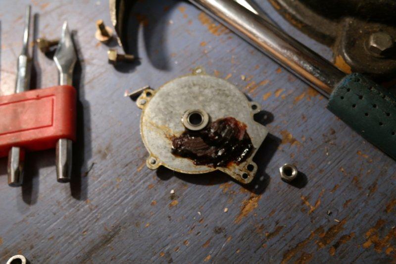 volvosweden.se/images/Volvo_guider_manualer/Guider/Renovering%20av%20bakre%20torkarmotor/Renovering_av_bakre_torkarmotor_bild_5_volvo_740_940.JPG