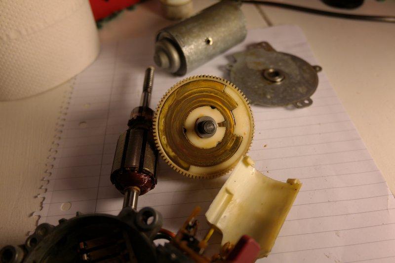 volvosweden.se/images/Volvo_guider_manualer/Guider/Renovering%20av%20bakre%20torkarmotor/Renovering_av_bakre_torkarmotor_bild_9_volvo_740_940.JPG