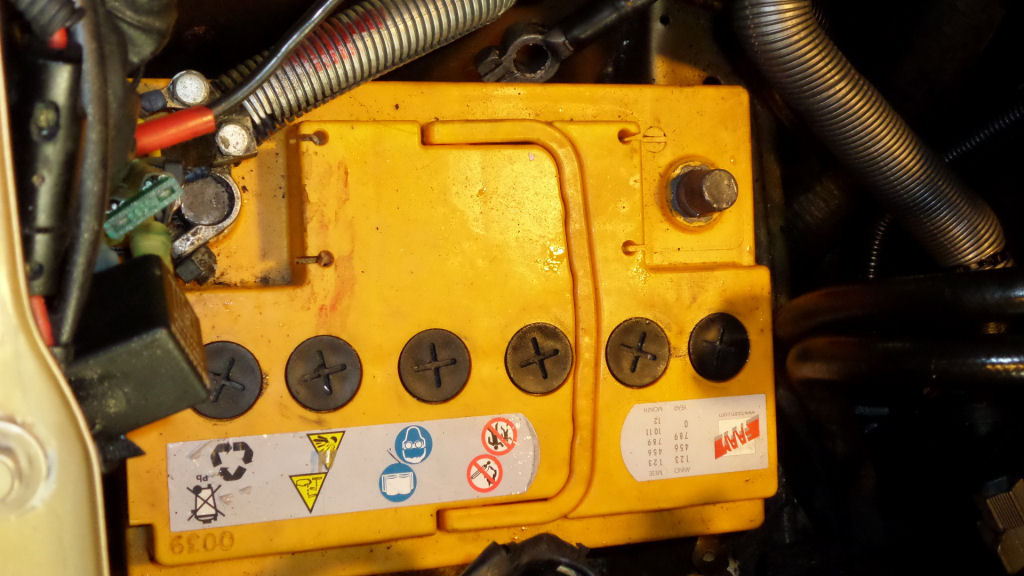 volvosweden.se/images/Volvo_guider_manualer/Guider_Artiklar/Byta%20vattenpump/Batteriets%20negativa%20anslutning.JPG