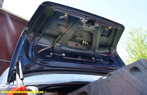 volvosweden.se/images/Volvo_guider_manualer/Guider_Artiklar/How-to-install-setup-a-wifi-rear-view-camera-on-your-car/Hur-man-monterar-wifi-backkamera-p%C3%A5-din-bil%20%2811%29.jpg