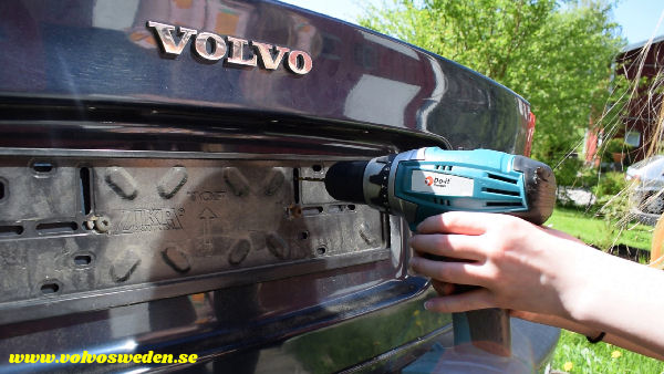 volvosweden.se/images/Volvo_guider_manualer/Guider_Artiklar/How-to-install-setup-a-wifi-rear-view-camera-on-your-car/Hur-man-monterar-wifi-backkamera-p%C3%A5-din-bil%20%2814%29.jpg
