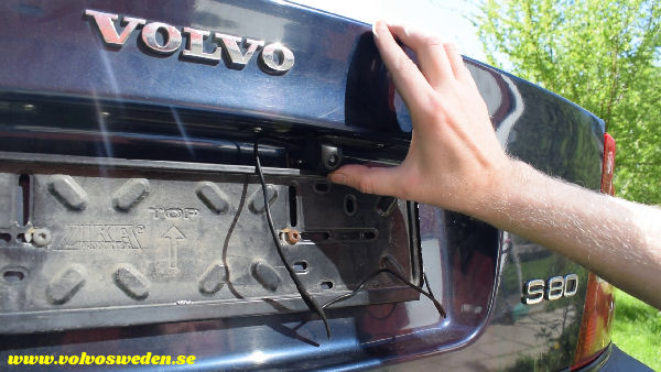 volvosweden.se/images/Volvo_guider_manualer/Guider_Artiklar/How-to-install-setup-a-wifi-rear-view-camera-on-your-car/Hur-man-monterar-wifi-backkamera-p%C3%A5-din-bil%20%2820%29.jpg