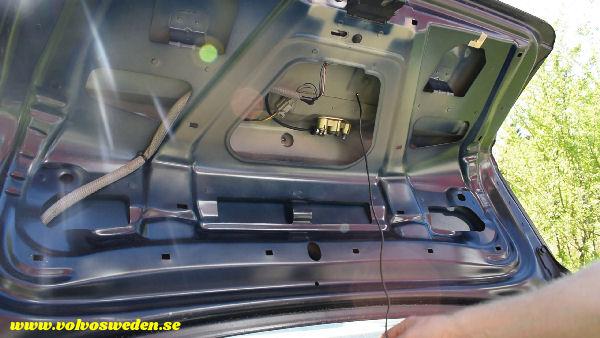 volvosweden.se/images/Volvo_guider_manualer/Guider_Artiklar/How-to-install-setup-a-wifi-rear-view-camera-on-your-car/Hur-man-monterar-wifi-backkamera-p%C3%A5-din-bil%20%2822%29.jpg