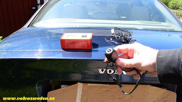 volvosweden.se/images/Volvo_guider_manualer/Guider_Artiklar/How-to-install-setup-a-wifi-rear-view-camera-on-your-car/Hur-man-monterar-wifi-backkamera-p%C3%A5-din-bil%20%283%29.jpg