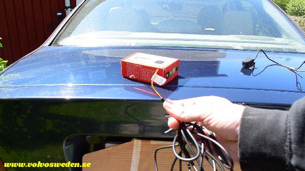 volvosweden.se/images/Volvo_guider_manualer/Guider_Artiklar/How-to-install-setup-a-wifi-rear-view-camera-on-your-car/Hur-man-monterar-wifi-backkamera-p%C3%A5-din-bil%20%284%29.jpg