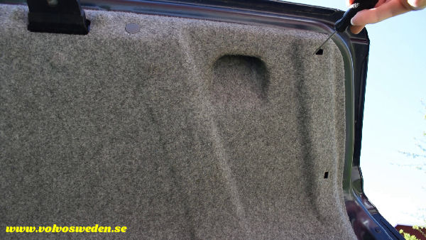 volvosweden.se/images/Volvo_guider_manualer/Guider_Artiklar/How-to-install-setup-a-wifi-rear-view-camera-on-your-car/Hur-man-monterar-wifi-backkamera-p%C3%A5-din-bil%20%289%29.jpg